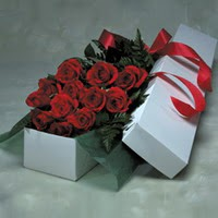 Aydın incir çiçek online çiçek gönderme sipariş  11 adet gülden kutu