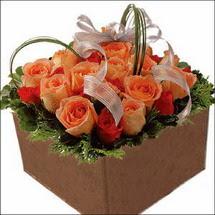kare sandikta 11 gülllerden   Aydın incir çiçek çiçekçi mağazası