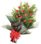 12 adet kirmizi gül buketi   Aydın incir çiçek çiçekçi mağazası