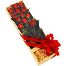 kutuda 12 adet kirmizi gül   Aydın incir çiçek çiçek yolla