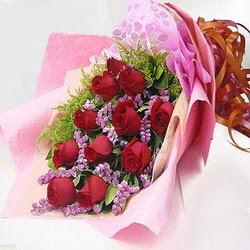 11 adet kirmizi gül ve kir çiçekleri  Aydın incir çiçek internetten çiçek satışı
