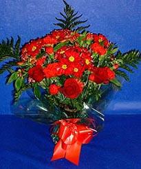 Aydın incir çiçek hediye çiçek yolla  3 adet kirmizi gül ve kir çiçekleri buketi