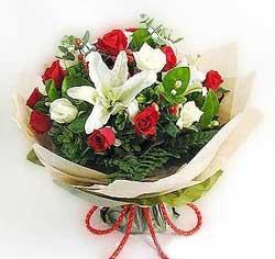 güller ve kazablanklardan görsel bir buket  Aydın incir çiçek internetten çiçek satışı