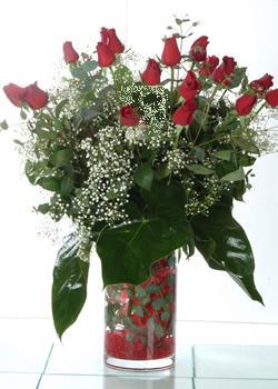 Aydın incir çiçek güvenli kaliteli hızlı çiçek  11 adet kirmizi gül ve cam yada mika vazo tanzim