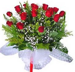 Aydın incir çiçek çiçek satışı  12 adet kirmizi gül buketi esssiz görsellik