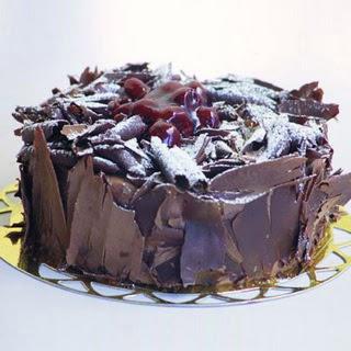 pasta yolla 4 ile 6 kisilik visneli çikolatali yas pasta  Aydın incir çiçek çiçek siparişi sitesi
