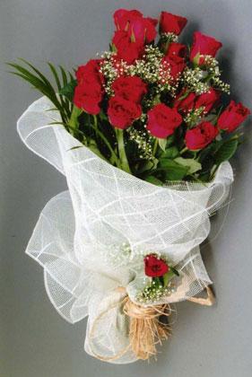 10 adet kirmizi güllerden buket çiçegi  Aydın incir çiçek yurtiçi ve yurtdışı çiçek siparişi