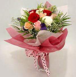 Karisik renklerde 11 adet gül buketi  Aydın incir çiçek çiçek gönderme