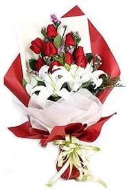 Aydın incir çiçek hediye çiçek yolla  9 adet gül 2 adet kazablanka buketi
