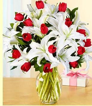 Aydın incir çiçek çiçek siparişi sitesi  3 kazablanka 10 kırmızı gül vazosu