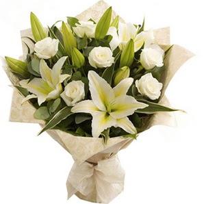 Aydın incir çiçek anneler günü çiçek yolla  3 dal kazablanka ve 7 adet beyaz gül buketi