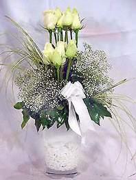 Aydın incir çiçek online çiçek gönderme sipariş  9 adet vazoda beyaz gül - sevdiklerinize çiçek seçimi