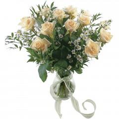 Vazoda 8 adet beyaz gül  Aydın incir çiçek 14 şubat sevgililer günü çiçek