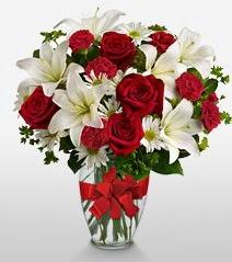 Eşsiz vazo tanzimi güller kazablankalar  Aydın incir çiçek online çiçek gönderme sipariş