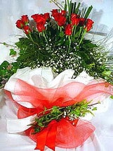 Aydın incir çiçek çiçek satışı  11 adet kirmizi gül beyaz krepte