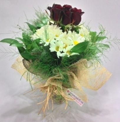 5 adet kırmızı gül ve kırızantem buketi  Aydın incir çiçek cicek , cicekci