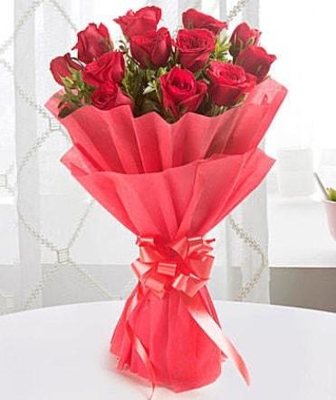 12 adet kırmızı gülden modern buket  Aydın incir çiçek çiçek yolla