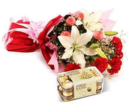 Karışık buket ve kutu çikolata  Aydın incir çiçek çiçek , çiçekçi , çiçekçilik