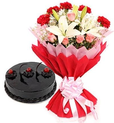 Karışık mevsim buketi ve 4 kişilik yaş pasta  Aydın incir çiçek çiçekçi mağazası